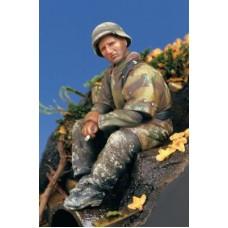 Corpus C35001 Waffen SS (sitting) 1/35