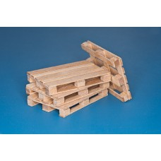 4 x natural wood pallets (1/35)
