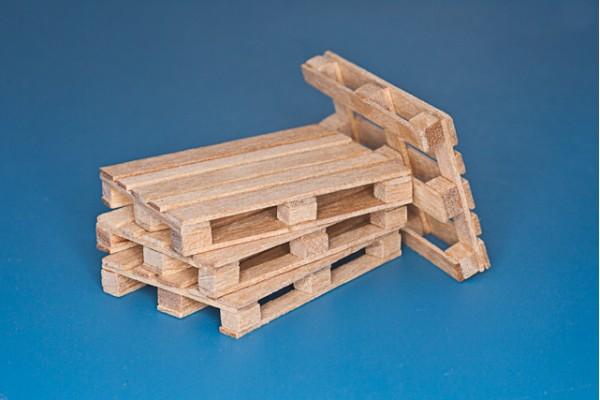 4 x natural wood pallets (1/35)